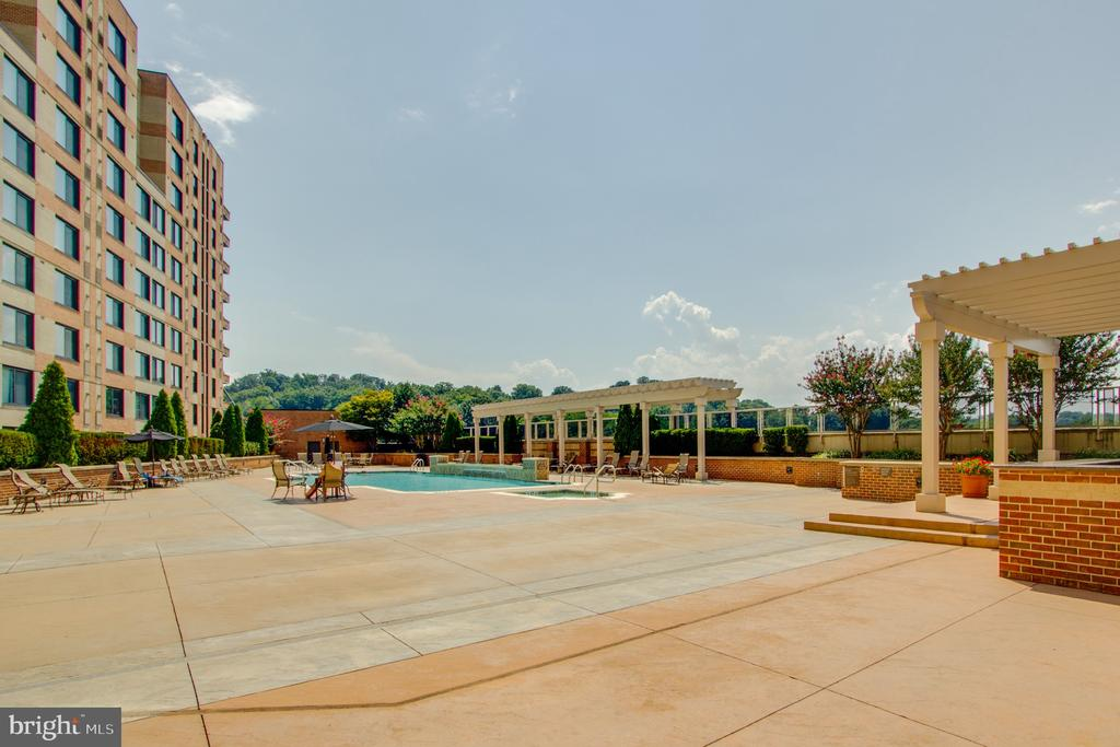 Photo of 2451 Midtown Ave #319