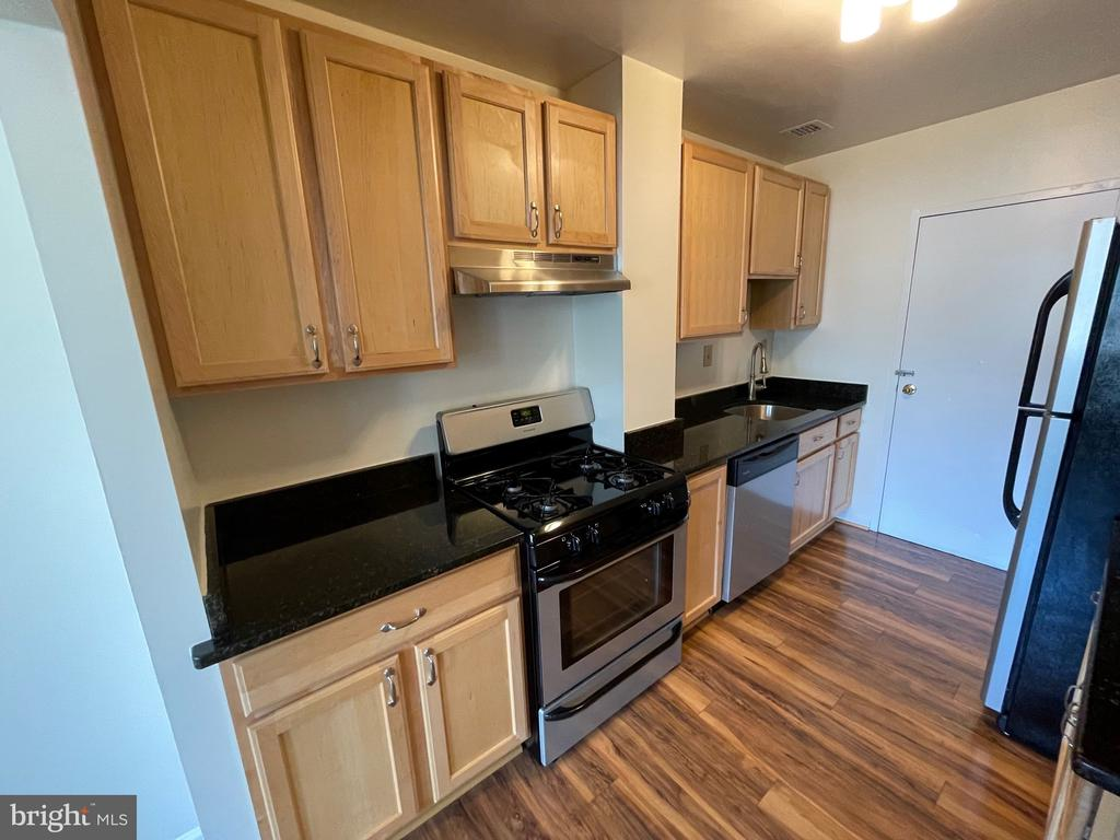 Photo of 6631 Wakefield Dr #108