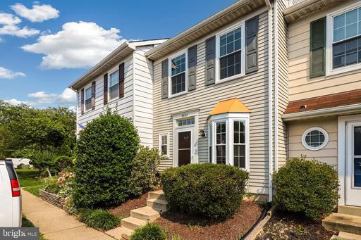 5533 Woodlawn Manor