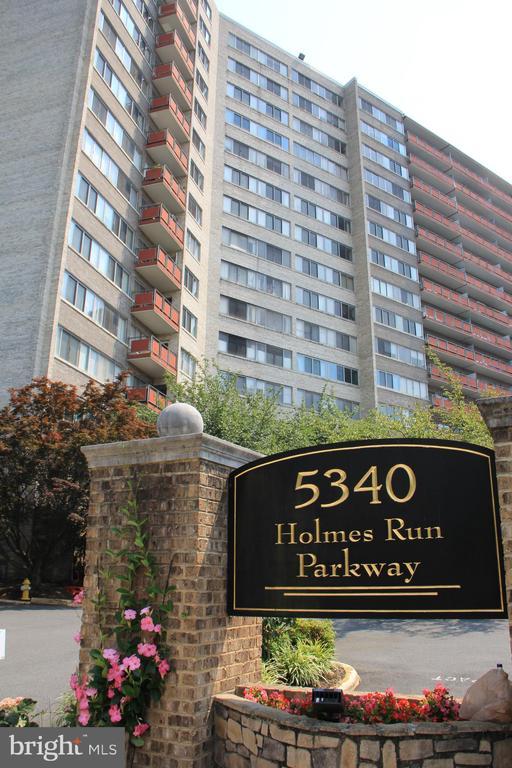 Photo of 5340 Holmes Run Pkwy #700