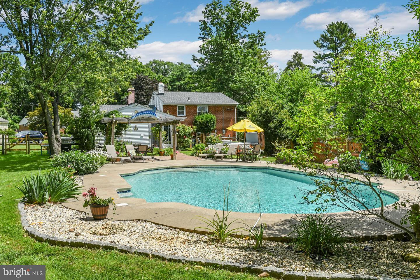 39 Willowbrook Road Broomall, PA 19008