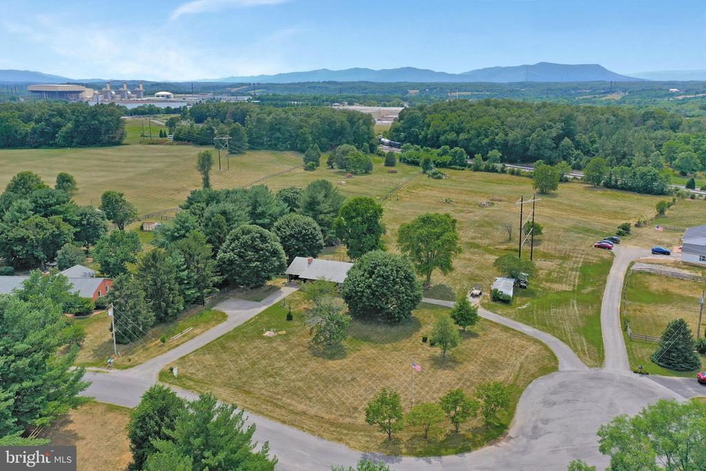 243 Grove Farm Rd