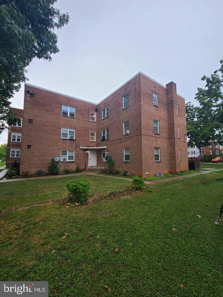 Completely renovated North end of town 9 unit apartment building , offering  Coin operated laundry on site and private  private parking. This is an Investment portfolio opportunity with two other buildings on the same street.