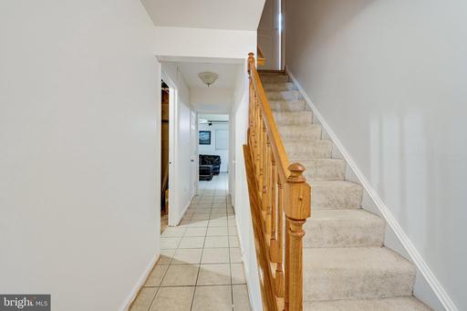 6111 Stonepath Cir Centreville VA 20120
