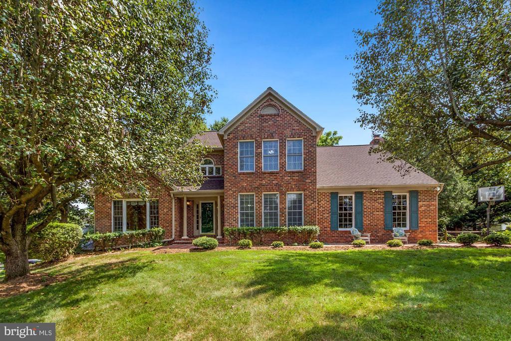 15313 Surrey House Way, Centreville, VA 20120