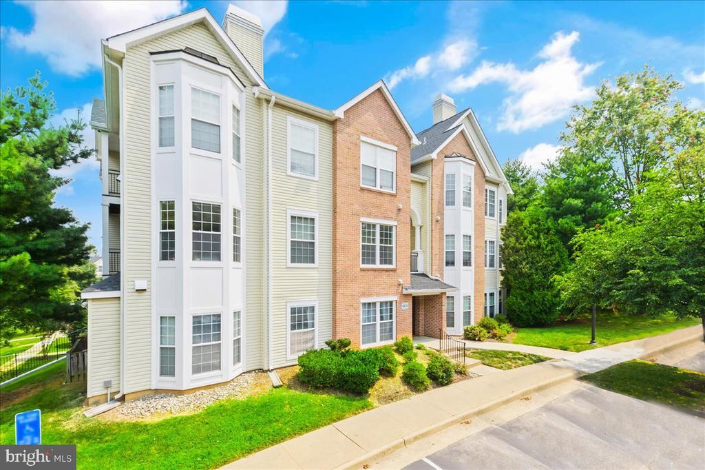 4131 Fountainside Ln #303, Fairfax, VA 22030