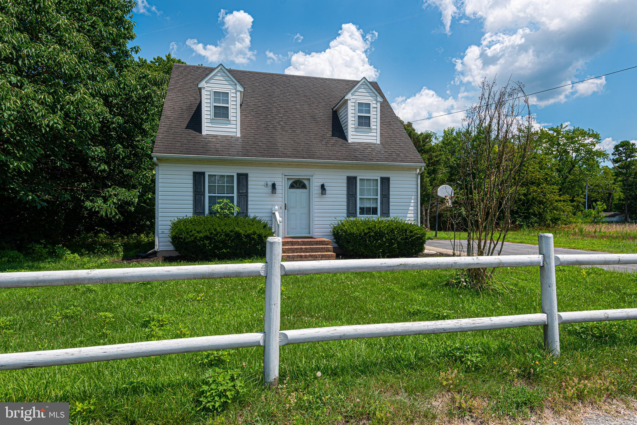 Adorable Cape Cod home close to Salisbury and just 20 minutes to Downtown Berlin and 25 minutes to Ocean City Beaches! First floor bedroom and bath and two more bedrooms upstairs and full bath, black top driveway and rear deck make this the cutest starter or close to the beach home!