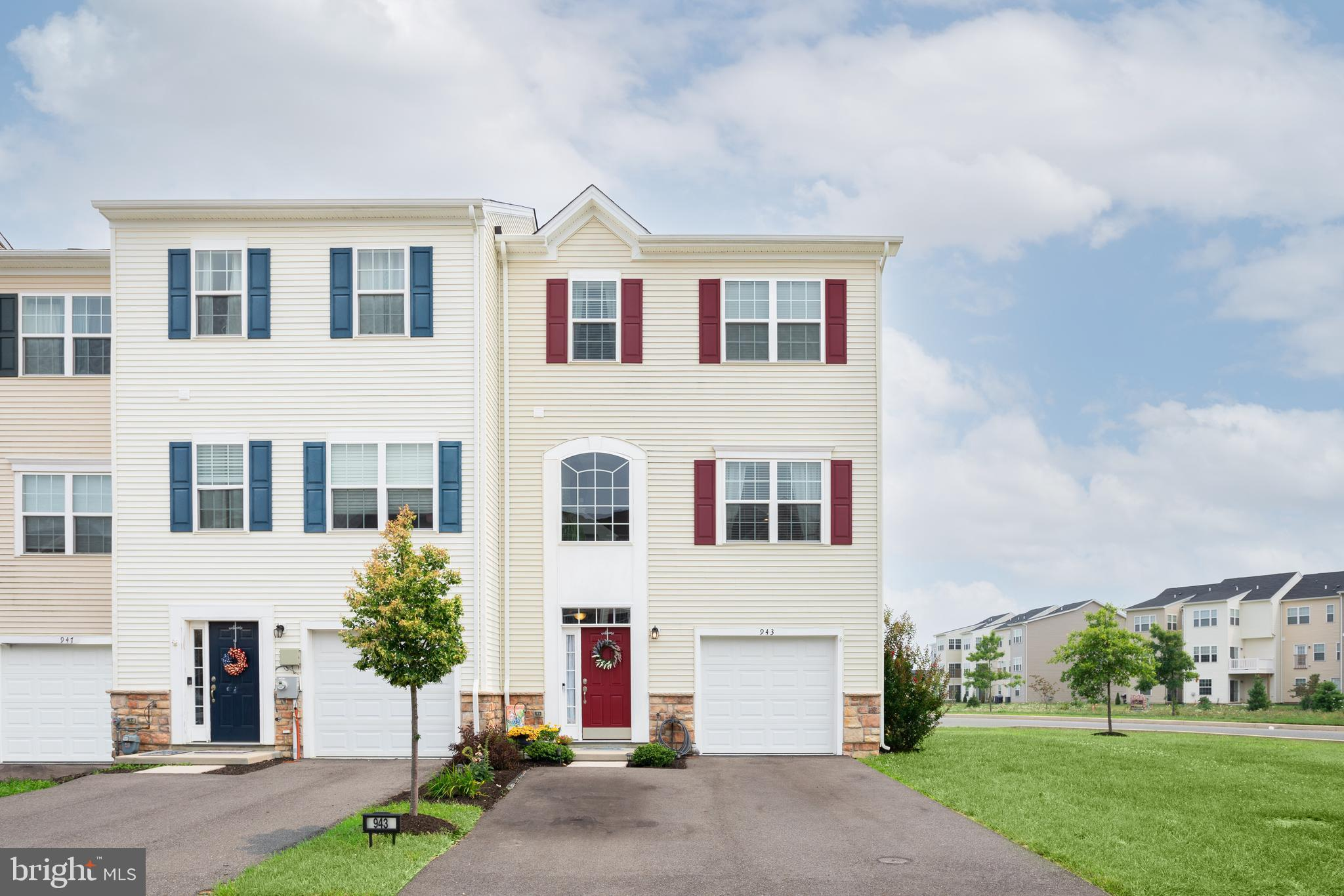 """Why wait for new construction when you can move right in to this spacious, end unit townhome in Hyetts Crossing. Pride of ownership shows from the moment you enter, with an inviting entryway that  leads to a main level bedroom room or additional rec/family room. Open floor plan, perfect for entertaining, with family room flowing into eat in kitchen with 42"""" white cabinets, granite countertops, marble herringbone pattern backsplash, stainless appliances and large island for additional seating. Kitchen features sliding door that leads to the new, spacious composite deck with vinyl railings. Upper level offers owners suite with private bath with dual vanity walk-in closet, two additional bedrooms, hall bath and upper level laundry. Endless upgrades, including new light fixtures, shiplap walls and new composite and vinyl deck. Conveniently located to commuting routes, shopping and restaurants in Middletown and Newark."""