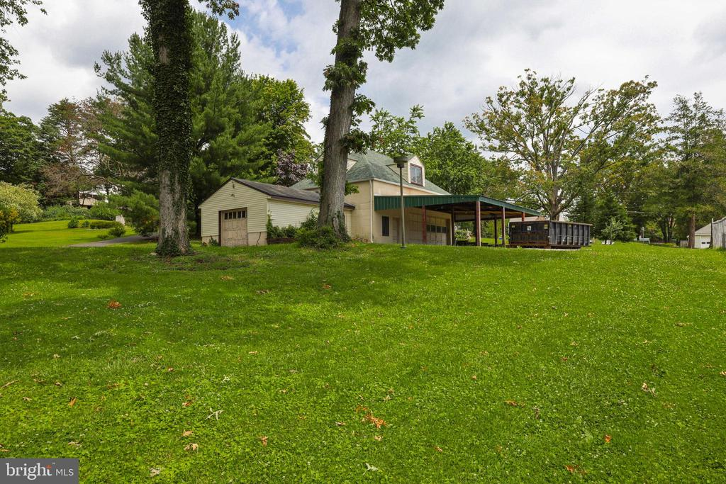 Flat .35 Acre Lot In Convenient Parkville Location w/ 1,325 SqFt Garage (Sold AS-IS).