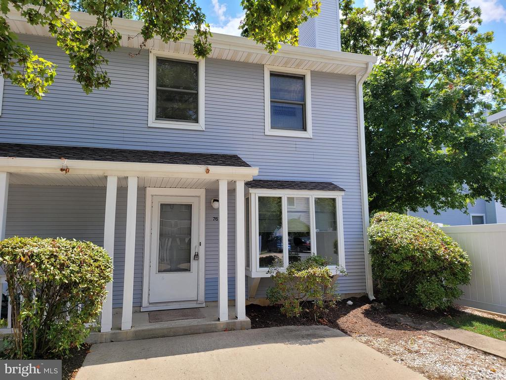 Desirable and bright 3 bedroom, 2.5 bath end unit in Griggs Farm. with wood burning fireplace.