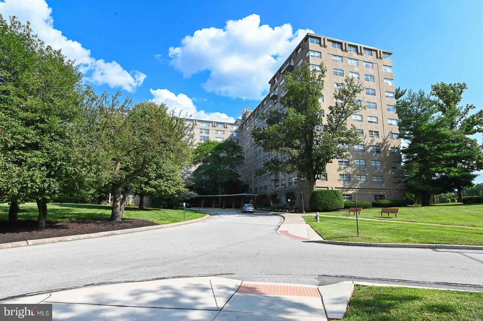 2nd floor unit at RADNOR HOUSE available immediately, convenient to Villanova University, bus routes, shopping and everything the Main Line has to offer.  Secure entry, on site laundry, pool, plenty of parking.  Seller can close quickly.