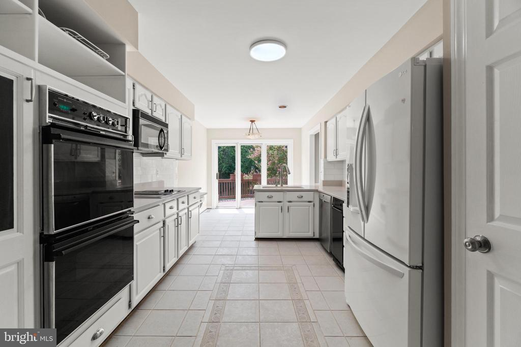 Photo of 6329 Chaucer View Cir