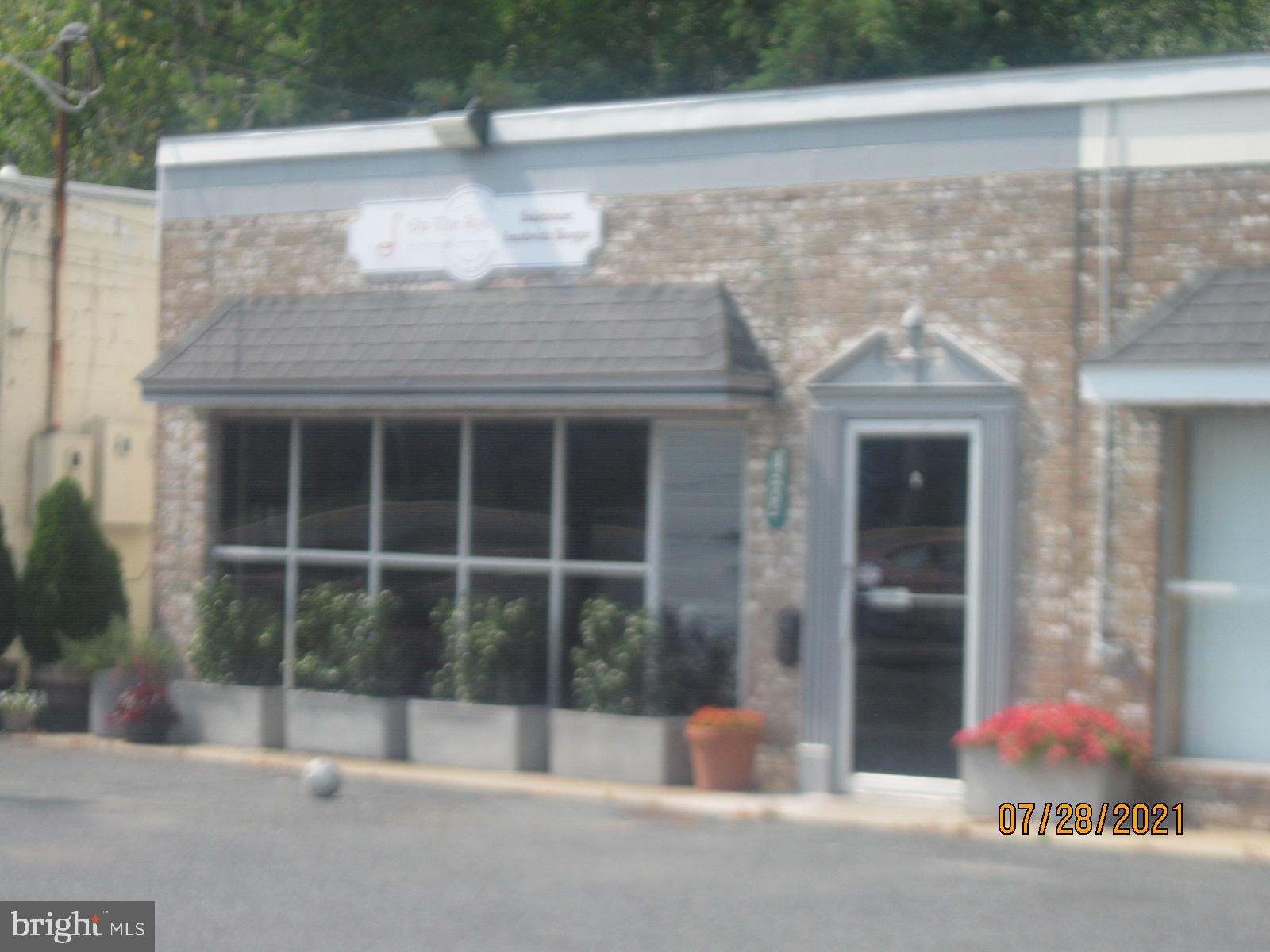 40+ seat operating restaurant.  Great opportunity for turn key operator.  See included equipment list, much of it new. If you have always wanted to own your own coffee, bakery or cafe here it is. Loyal local clients and increasing tourist area make this a winning spot!