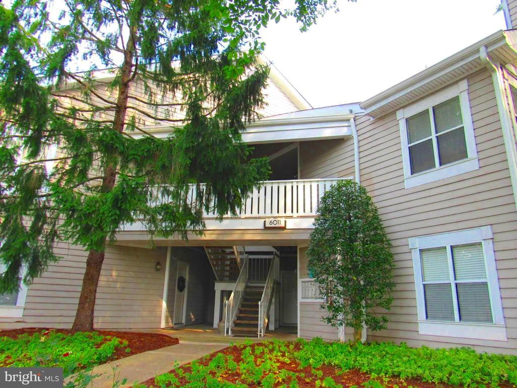 6011 Rosebud Ln #202, Centreville, VA 20121