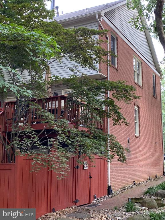 Photo of 1227 Quaker Hill Dr