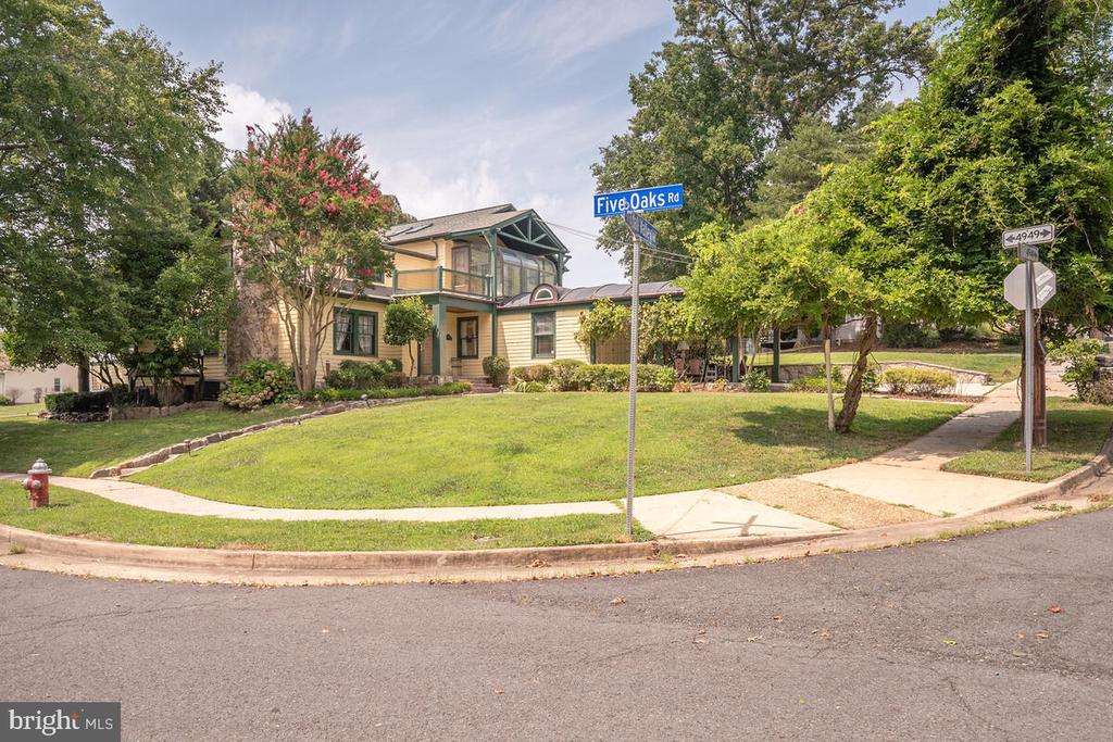 3100 Cyrandall Valley Rd, Fairfax, VA 22031
