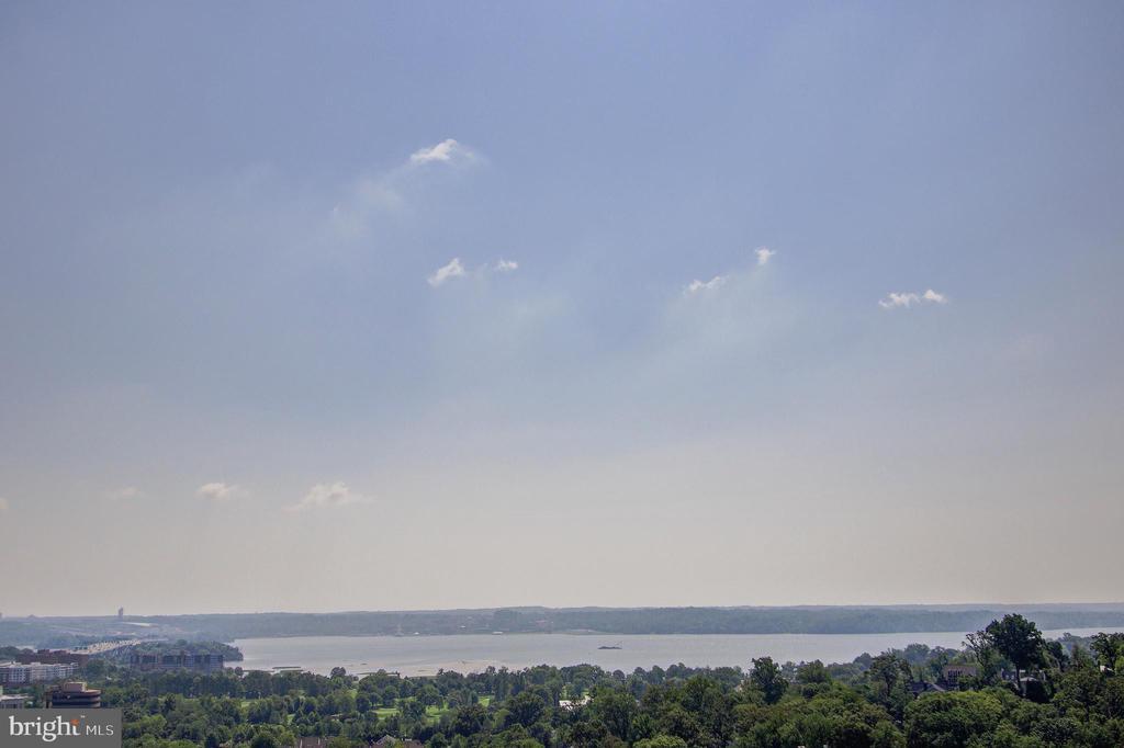 Photo of 5903 Mount Eagle Dr #1512