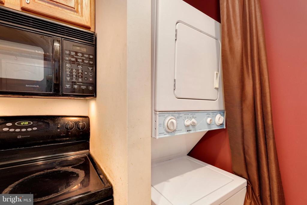 Photo of 1211 S Eads St #607