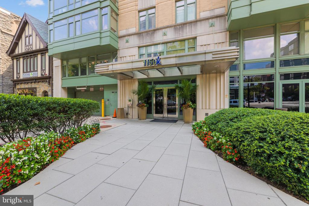 EXCELLENT LOCATION & 1 GARAGE PARKING SPACE INCLUDED IN THE SALES PRICE!!!     Fantastic 1 bed/1 bath unit available in a well sought-after building in Downtown DC.  The unit is the only  1 bedroom in the building that comes with a parking space.  It's flooded with an incredible amount of natural light, with windows facing north & west. The building features an onsite concierge, secure parking, a conference room with a pool table, and a rooftop deck with amazing views. Spectacular location with a Walk Score of 97, Transit Score of 87, and Bike-ability Score of 80.  Close to Metro Center & McPherson Square train stations, and in walking distance to an abundance of coffee shops, restaurants, and high-end apparel stores, The National Mall & White House. Condo being sold AS-IS.