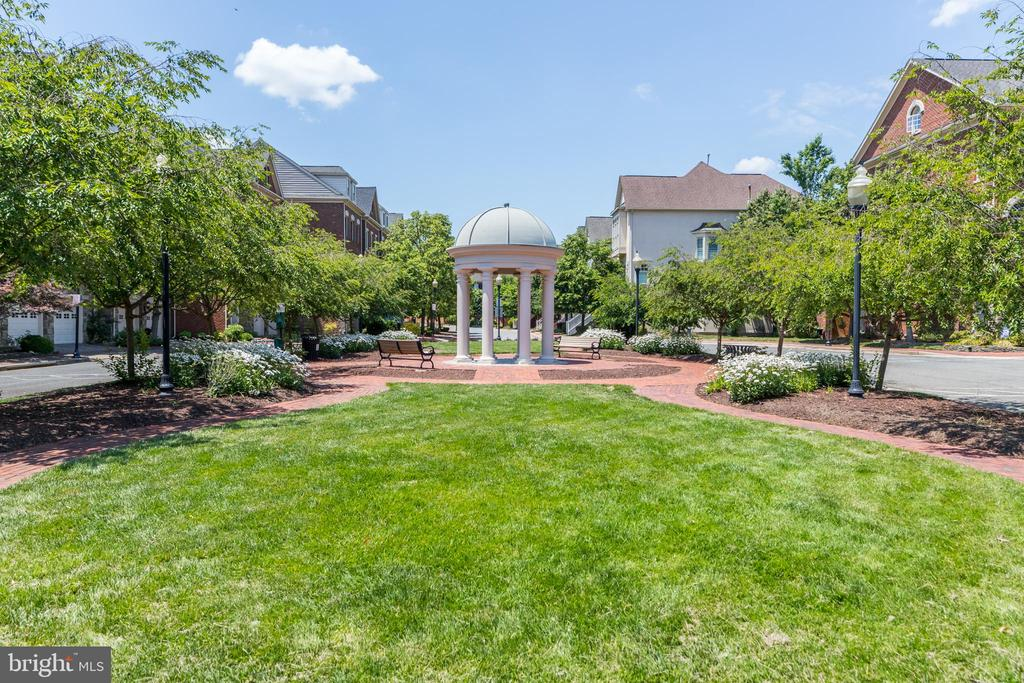 Photo of 4951 Brenman Park Dr #310