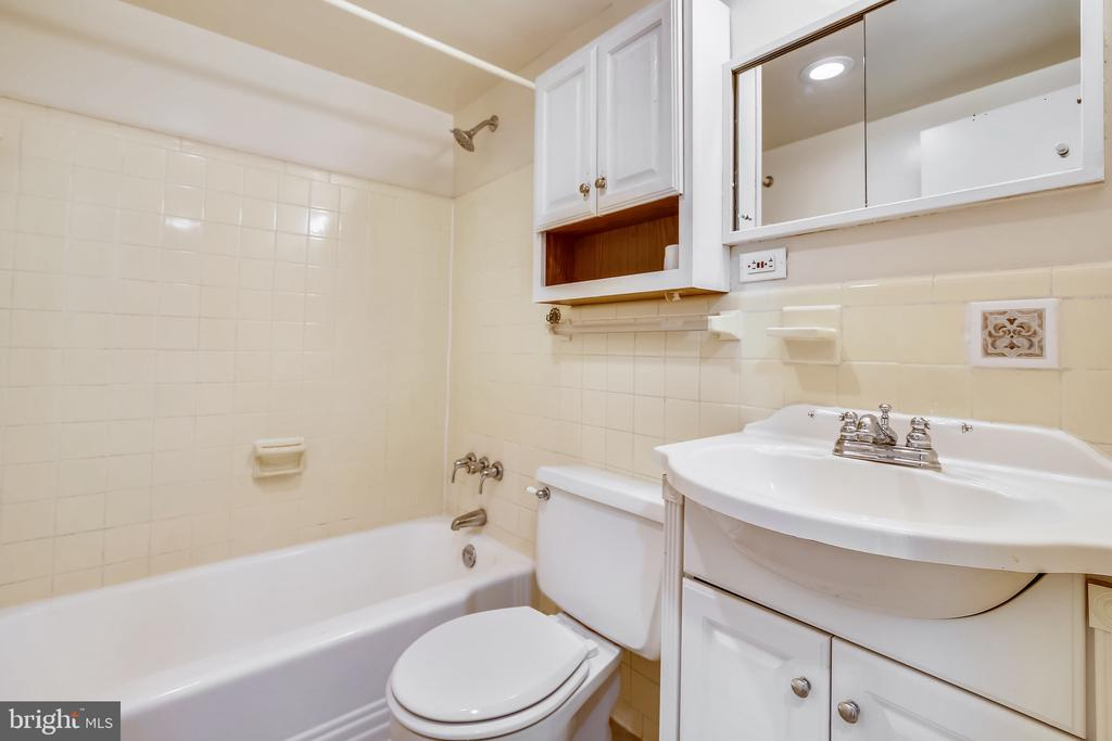 Photo of 6631 Wakefield Dr #319