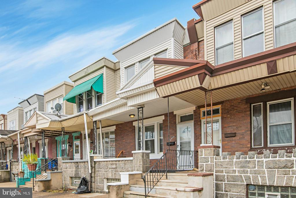 Newly renovated 3 bedrooms 1 bath row home in up and coming Port Richmond.  Floors have been newly finished.  The kitchen has been renovated and has new appliances.  Just drop your bags and move right in.  Small back yard space is fully fenced.