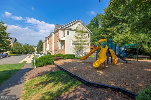 12632 Heron Ridge Dr, Fairfax, VA 22030