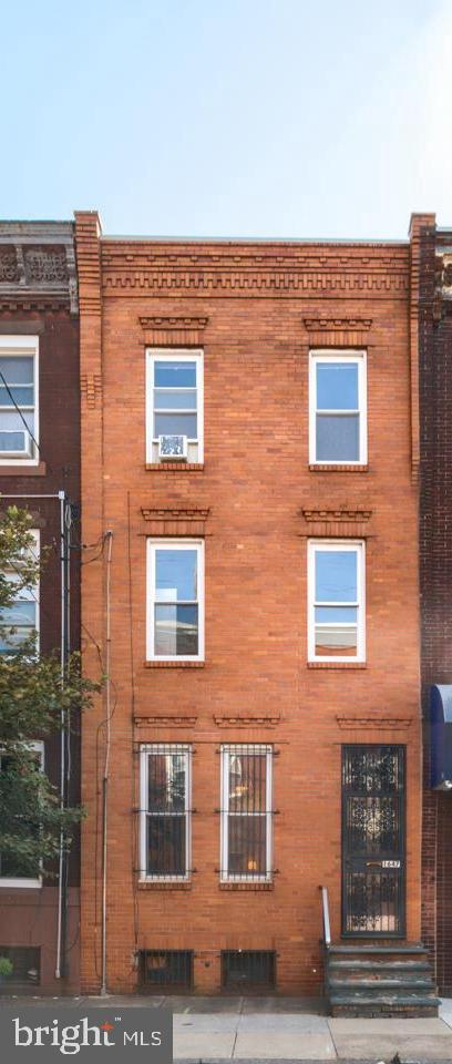 1647 S 15th Street Philadelphia, PA 19145