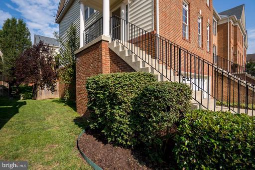 25863 Kirkwood Sq Chantilly VA 20152