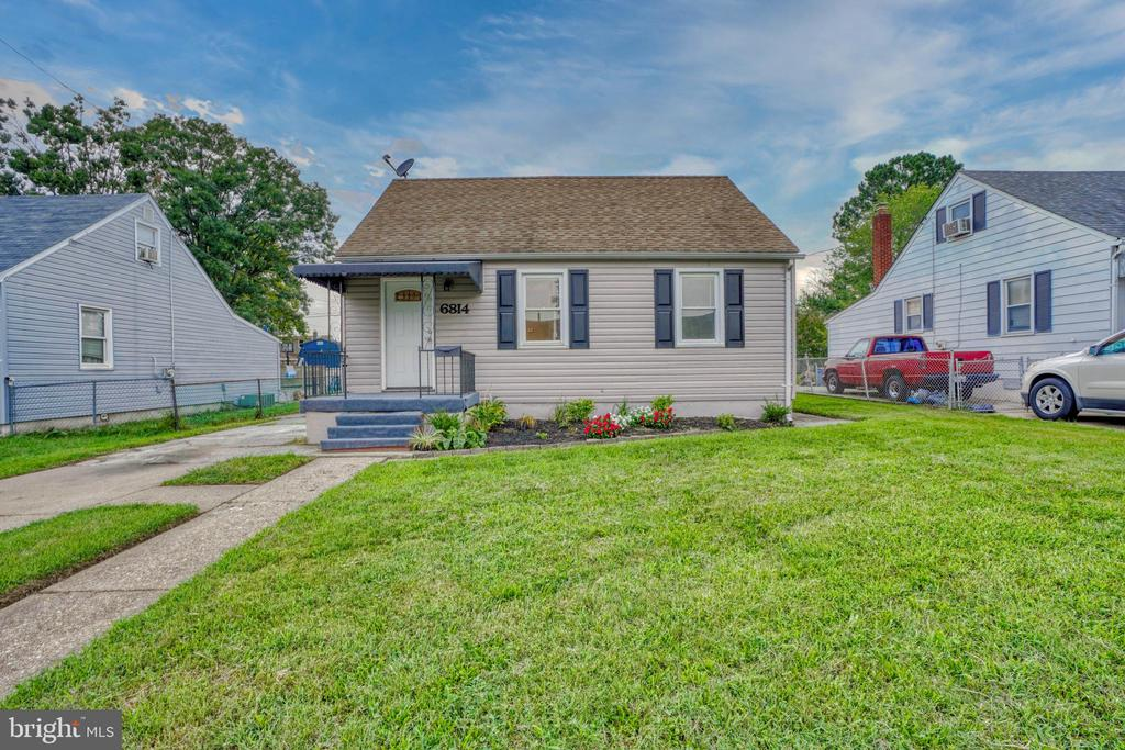 Fantastic 4 Bedroom Remodel is just what you're looking for. Updates include:  New Roof, New Kitchen Cabinets & Tops, New Baths, New Flooring Throughout, New Stainless Appliances, Fresh Paint and much much more!! Don't Delay.... This One Wont Last...............