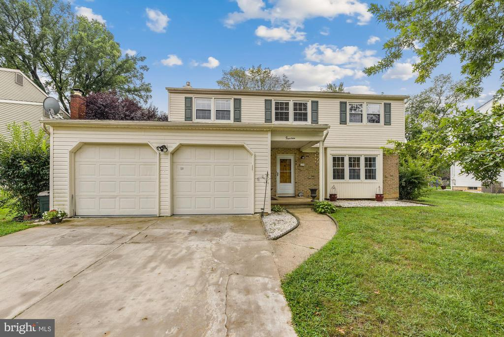 Beautiful  Colonial in Moorestown.  Freshly painted 4 bedrooms 2.5 bath Living Room, Family Room, Dining Room, Eat in Kitchen., Kitchen was updated in (2020) with stainless steel appliances. Built in microwave. Laundry room with washer-dryer. Sunroom to entertain your guests with Wet BAR. Roof replaced in (2019) Nice size backyard with patio. Shed in the backyard included. 2 Car garage attached. Excellent school system. Solar Panels leased with no monthly payment. Sunrun Solar panels will need to be transferred to the new homeowner.