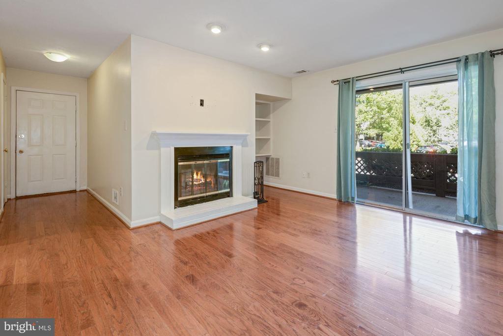 10049 Oakton Terrace Rd #10049