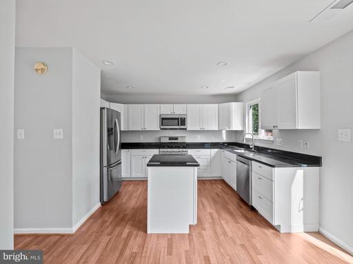 14801 Bolton Rd Centreville VA 20121