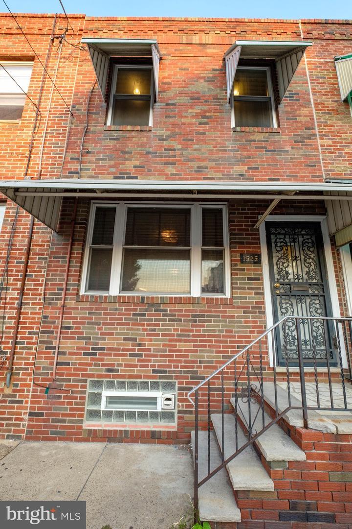 1525 S 21st Street Philadelphia, PA 19146