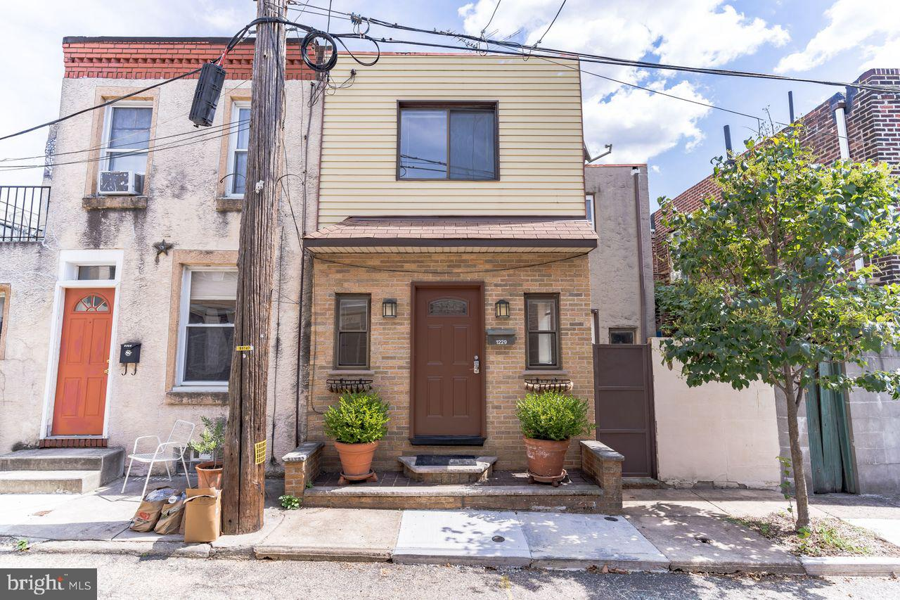 1229 S Iseminger Street Philadelphia, PA 19147