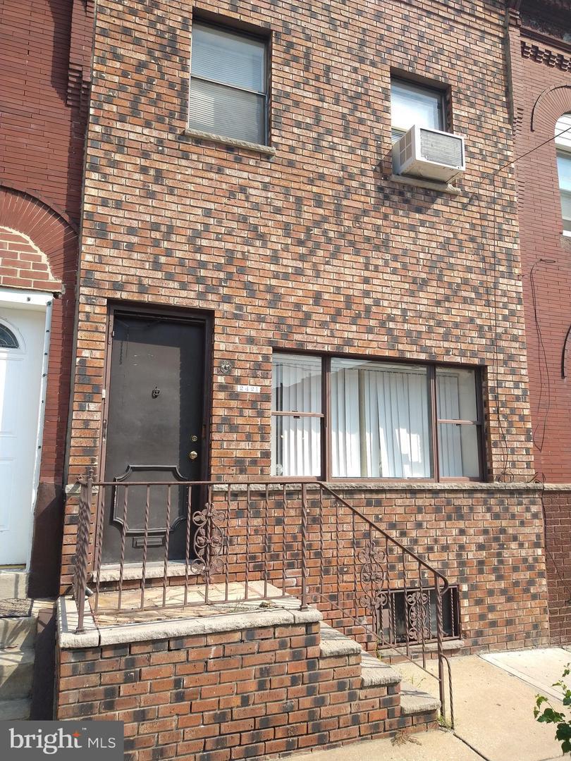 2421 Oakford Street Philadelphia, PA 19146