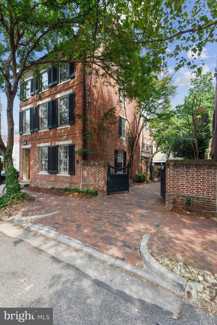221 Gibbon Street   - Alexandria, Virginia 22314