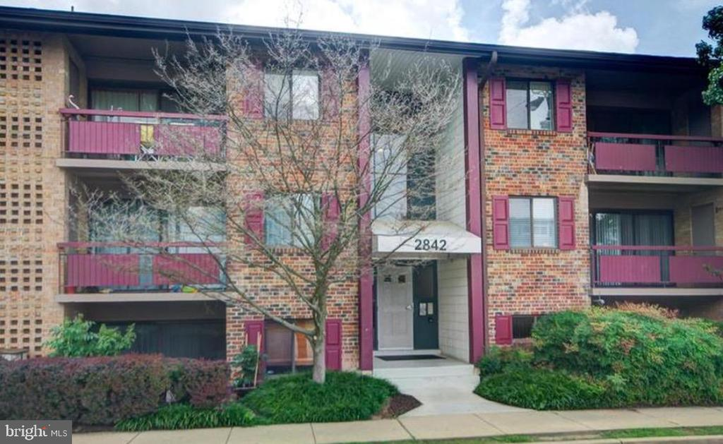 This is a  rare opportunity to own your own home near all the best dining, shopping, and entertainment that Northern Virginia has to offer. Clean, safe, comfortable, with updated appliances and bathroom.  This  generously sized ground level apartment even has a fenced in yard adjacent to  the shared garden and grill area. PERFECT FOR ENTERTAINING. Full size washer and dryer, huge walk-in closet in a large master bedroom, brand new sliding door and light fixtures, recessed lighting and even your own storage space, for large items.  For those who commute this home is surrounded by major commuter routes.  The community amenities include  a huge gorgeous pool, tennis courts , tot lots, grill areas, and ample open green space. This rarely available move-in ready condo will not be available for long.