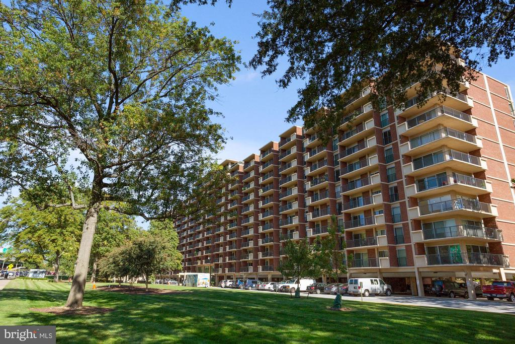 Photo of 1300 Army Navy Dr #204